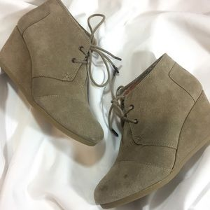 Tom's Wedge Shoes Sz 7.5 Taupe